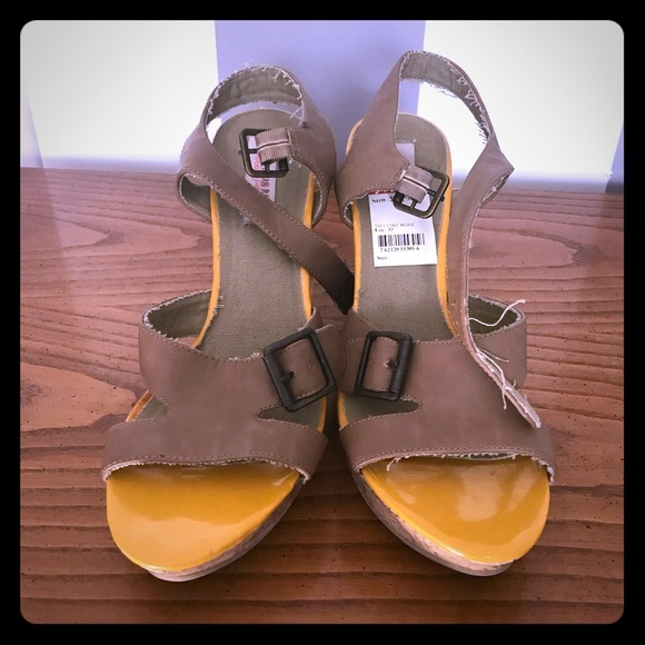 4b038871870769 Nwt- Open toes sandal wedge shoes